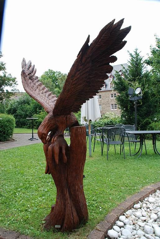 Adler mit Hase